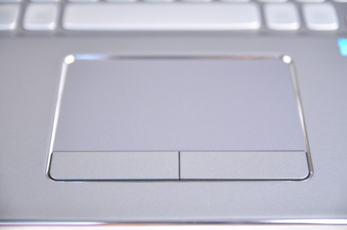 The chrome accents around the trackpad makes for an aesthetically pleasing divider between trackpad and palmrest.