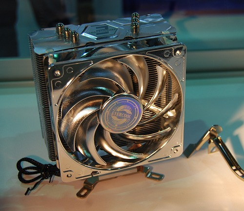 The Transformer 3 is a smaller version of Evercool's Transformer 4, with one fewer copper heatpipe and just one 120mm PWM fan. It's compatible with current AMD and Intel processors.