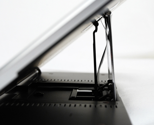 We applaud ASUS for the brilliant design of the sliding mechanism.