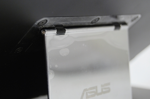 The hinge looks quite sturdy although ASUS makes no mention on its durability. Guess we'll have to find out in due time from user reports.