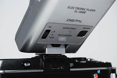 When tilted up to be used as a bounce flash, it can be difficult to reach the Unlock button to bring it back to an upright position.