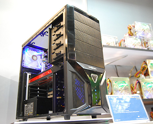 The G910 supports up to six fans and has a tool-less installation design.