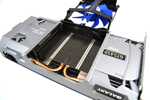 The fan can be lifted as such to access the heatsink below for easily maintenance.