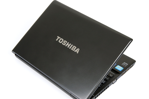 The brushed metal finish on the chassis provides users with an elegant feel to their ultra-portable notebook