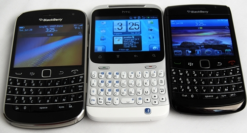 Pictured here are the upcoming BlackBerry Bold 9900 (left), HTC ChaCha (center) and BlackBerry Bold 9780. You can see that the buttons on the HTC ChaCha are indeed spaced wider than those on the BlackBerry phones.