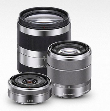 3 lenses will be available at launch, a wide-angle 16mm F2.8, a standard zoom 18-55mm F3.5-5.6 and a high-zoom 18-200mm F3.5-6.3. An ultra-wide and a fisheye converter will also be available, as well as an A-mount adapter.