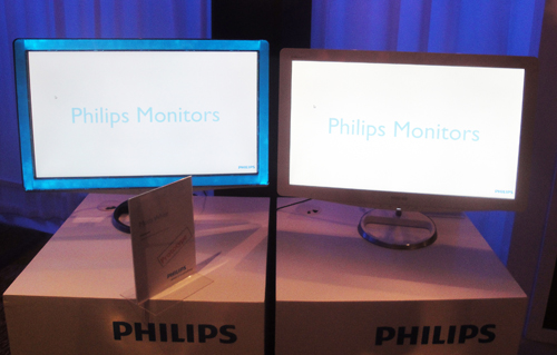 The X line uses the Moda chassis. Here, next to the Lightframe monitor, we also spied a 21.5-inch White Moda. Philips says the Lightframe monitor should be available in markets before Christmas this year, while the White Moda will hit shelves earlier.