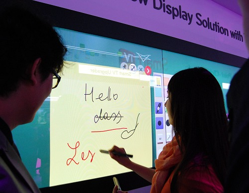 Here's another close-up of the LG touch pens in action on their plasma TV solutions.
