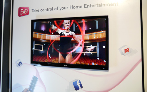 Although it is available in the States and Europe, LG Electronics won't be bringing in the NANO Full LED LW9500 model to Singapore. Instead, the LED Plus LW6500 (shown here) will be crowned as the flagship display for the Koreans' 2011 local line up. The Cinema 3D and Smart TV model will be available in 47 and 55 inch sizes, while the 65-inch variant should hit retail shelves sometime in July this year.