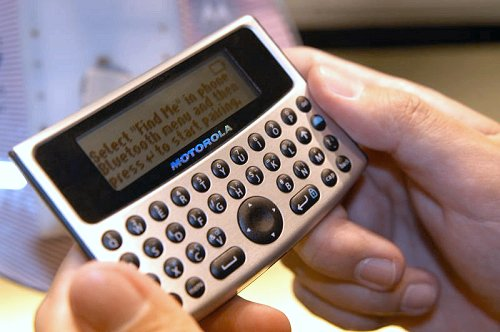 The TXTR D7 is designed to make text messaging easier if you do not have a QWERTY keyboard on your mobile phone. It uses Bluetooth to connect to a compatible Motorola handset.