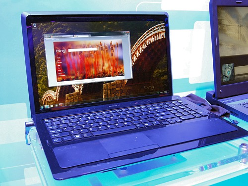 Here's one swell looking multimedia notebook with the Sony VAIO F series. Using a more powerful Core i7-720QM quad-core processor, the notebook also comes with an appropriate 16.4-inch screen real estate, 4GB of memory, 500GB storage and comes with Dolby Home Theater certification.