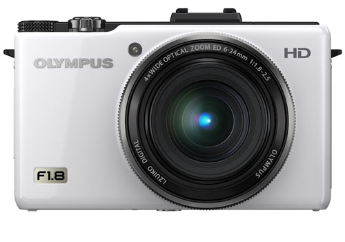 The Olympus XZ-1in all her glory. We got the black edition for review, so read on for our assessment.