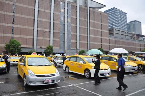 The carpark was filled with yellow taxis all equipped with MIDs capable of accessing WiMax.