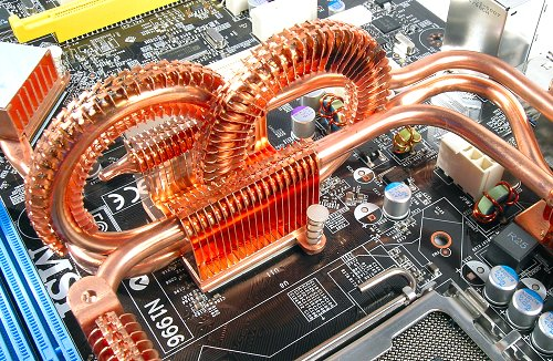 Front side of the Northbridge section of MSI's 'Circu-Pipe' cooler. If anything, it is an attention grabber, but how does it fare in performance? Time will surely tell.