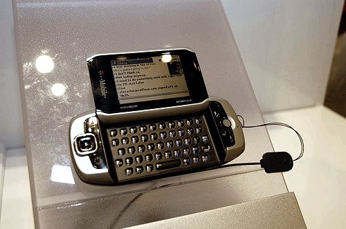 Powered by Danger's client-server software platform, the Sharp PV200 sidekick 3 is a communication device measuring 130 x 59 x 22mm and weighs 182g. As a phone, it gives you up to 4.5 hours talk-time and 72 hours standby on an 850/1800/1900MHz (GSM/GPRS/EDGE) frequency. Supporting miniSD and Bluetooth, the Sharp sidekick also comes with a 1.3-megapixel camera, QWERTY keyboard for your push-mails and web browser.
