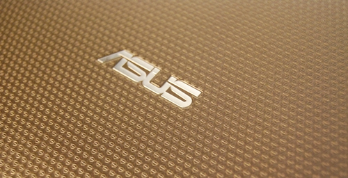 The ASUS Eee Pad Transformer comes with a unique textured back, which helps to have a better grip of the tablet when holding it.