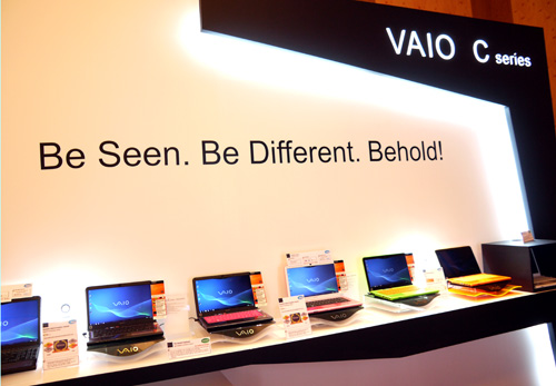 Honestly, we've never seen anything quite like Sony's new VAIO C notebooks. Dressed in a light emitting material, the colorful notebook range seems to carry a glow of their own especially on the green and orange models.