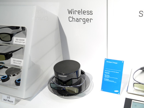 "Here's something really nifty, the SWC1000A. Designed like a top hat, the wireless charger enables you to charge up to four pairs of active-shutter glasses at one go. The SWC1000A is part of Samsung's so-called ""Total 3D Solution""."