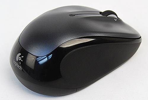 Rubber indents on the sides of the Logitech M325 help ensure your hand fits snugly around its contours.