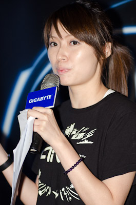Amanda Lu, Specialist III, Marketing Section 1, Graphics Card Sales & Marketing Division introduced the new GIGABYTE Aivia Xenon touchpad mouse
