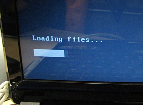 Loading of installation files after booting from the Windows 8 installation disc.