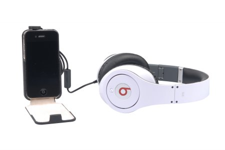 For iPhone users on-the-go, Beats Studio has a Monster iSoniTalk cable with built-in mic and one-button control that lets you answer calls, as well as pause and play music.
