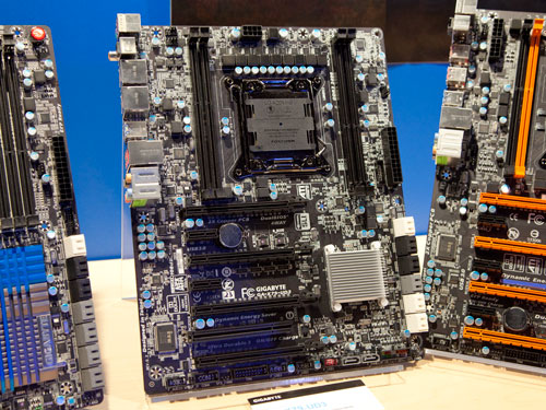 The Gigabyte GA-X79-UD3 motherboard is a pretty standard fare with four DIMM slots and PCIe Gen3 graphics slot.