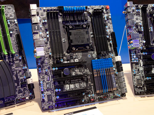 The Gigabyte GA-X79-UD5 motherboard is quite similar in build to the UD3 with Gigabyte's Ultra Durable 3 technology and 2x copper PCB. Except that this board comes with a 12 phase power VRM as compared with the UD3 which features only an 8 phase power VRM.