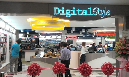 Although Newstead Technologies has several outlets in Funan itself, they've gone ahead to try a slightly different approach to offering a shopping experience with their new Digital Style concept store.