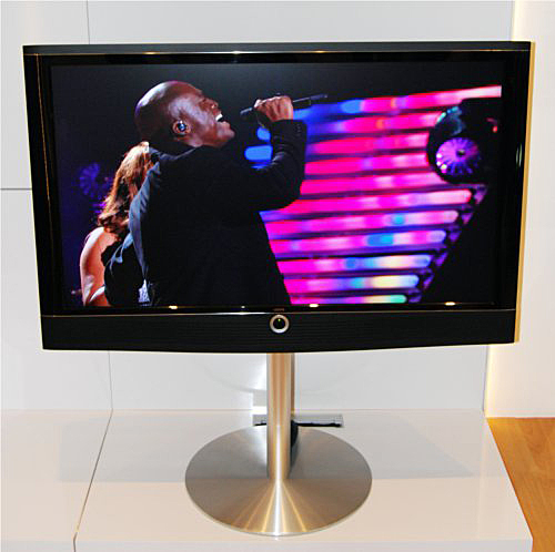 Offering the most versatility when it comes to size, this 47-inch Loewe Art TV shows Seal singing on stage and displayed commendable fleshtones.