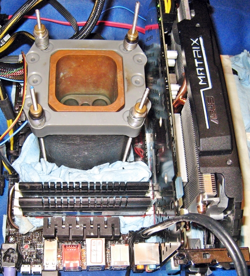 A liquid nitrogen cooled Rampage Extreme IV rig was used to show the Subzero Sense features of the board. It allows overclockers to monitor temperature of the PC components with a K-type thermocouple plugged into its Subzero Sense connector.