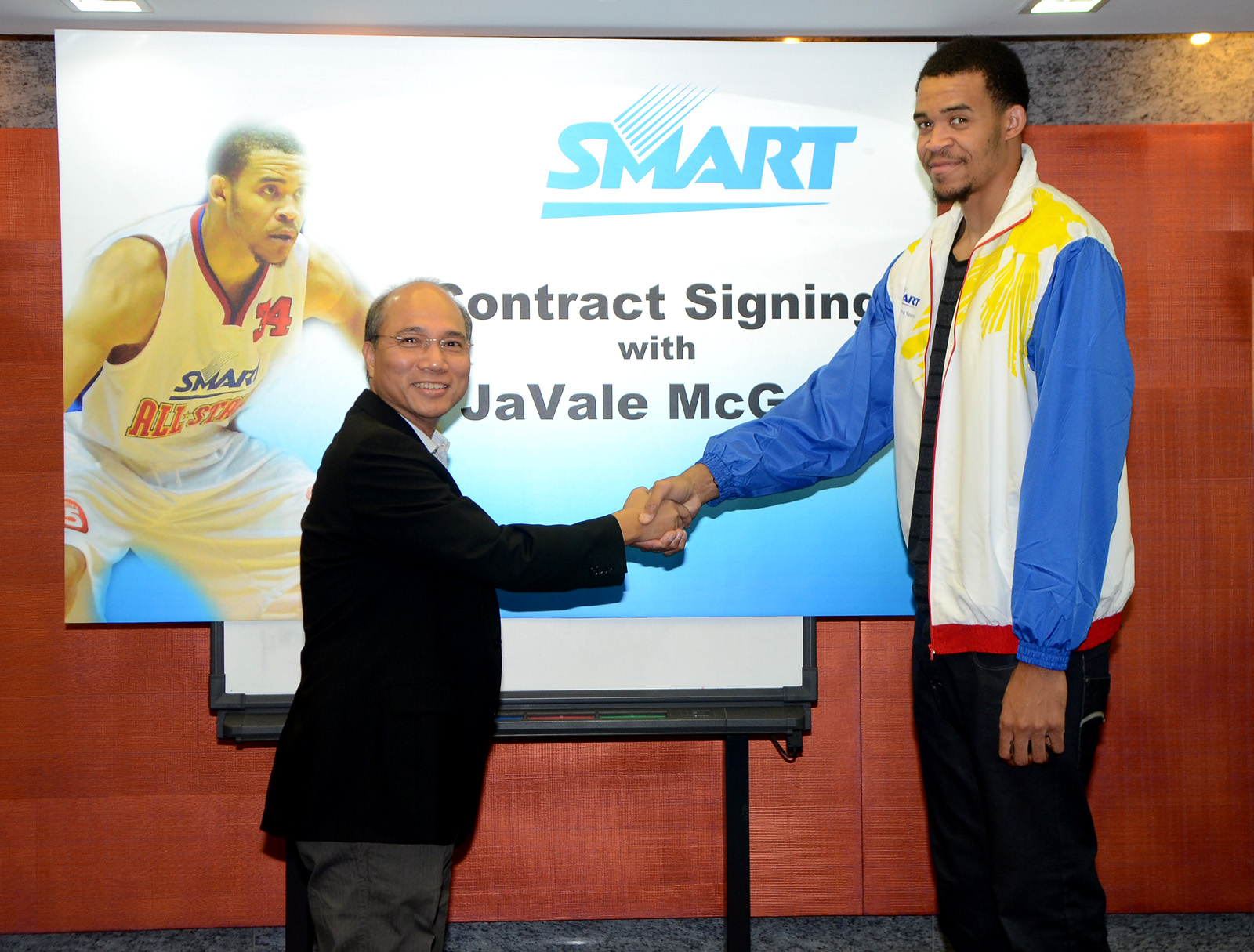 NBA star JaVale McGee signs with Smart Communications.