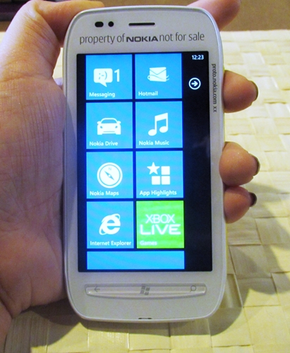Its contoured corners makes the Lumia 710 easy to grip.