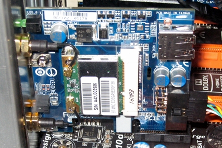 The Gigabyte Bluetooth 4.0 and WiFi PCIe add-on card is installed on the X79-UD7 board.