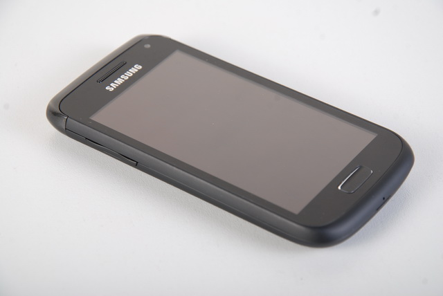 The angled top portion of the Galaxy W I8150 partly reminds us of the Nokia N8's design. Also shown here is the handset's volume rocker sitting on the left side.