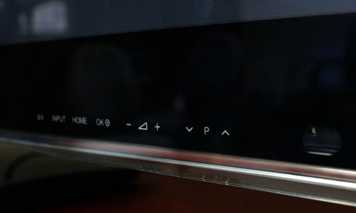 It's not surprising that touch-sensitive controls are used here given the PZ950's premium status among LG's PDP camp. By the way, this model also provides DVR features like time-shift recording for digital (DVB-T) transmissions, such as HD5 for instance.