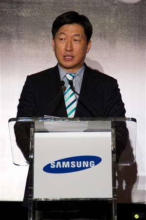 Kwon Jae Hoon, Managing Director, Samsung Malaysia Electronics Sdn Bhd delivering the welcome speech about the new notebook and printers