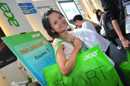 Arriving early and waiting for hours paid off for customers like 28-year-old Wong Wei Ching, who was the first out of 80 customers to get the new Acer Aspire S3 powered by the 2nd Generation Intel Core i7 processor