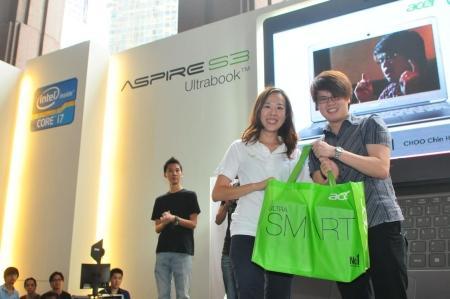 After a final vote by the crowd, Choo Chin Hoong was crowned the champion of the 'Acer Aspire S3 Music Fan Challenge'