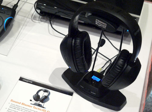 The Sound Blaster Tactic3D Omega Wireless headset can be mounted on a stand that is part of its retail package. There is a recess at the base of the stand to rest the wireless transmitter which acts as a communication bridge between the headset and gaming platform connected to the transmitter.