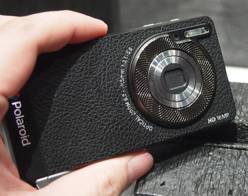 A tight and good grip makes imaging on this Polaroid smartphone easy.