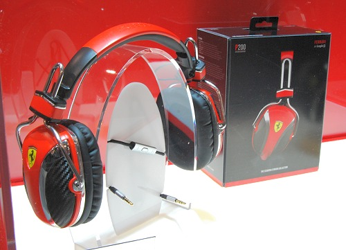 Here's the Scuderia P200 on-ear headphones that's inspired from the F1 pit crew headsets. They feature carbon fiber texture on the well crafted metal frame, house 50mm drivers with High Audio Scene technology and come with anti-tangle and detachable cables.