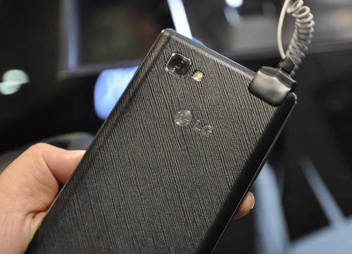 The plastic textured back keeps the phone safe from unwanted fingerprints and   allows for a good grip. Noticeable above the LG logo is its 8-megapixel camera and LED flash.