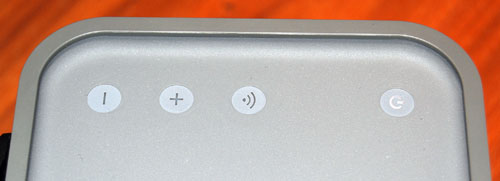 Simple touch controls on the top help power the device on/off, change volume and enable AirPlay.