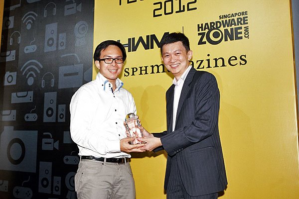 Here's Mr. Daren Low, Product Manager, Epson Singapore, accepting the Editor's Choice award for Best 3LCD Portable Business Projector.