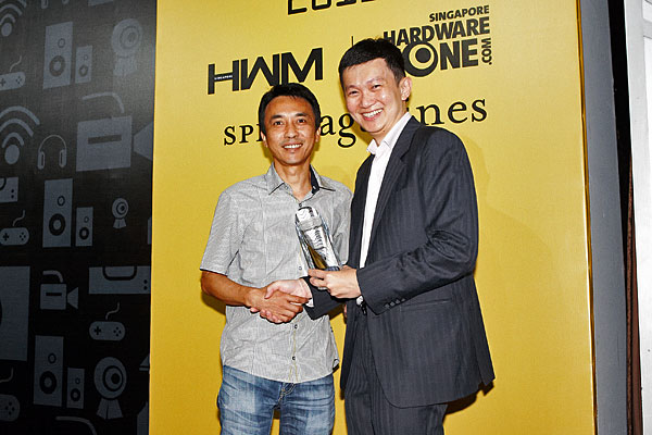 Mr. Gary Ong, Managing Director of Fuwell International, accepting the Reader's Choice award for Best PC Components Retailer (Singapore). This is the third year running that Fuwell has won this award.