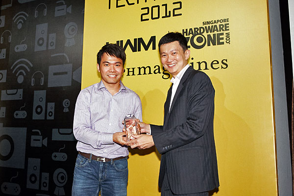 Here's Mr. Melvin Chua, Country Manager (Singapore) for HTC, receiving the Editor's Choice award for Best Value Smartphone.