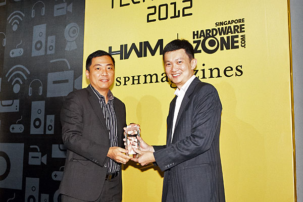 The Reader's Choice award for Best Business Notebook Brand went to Lenovo. On stage was Mr. Lee Chown How, Country General Manager for Lenovo Singapore.