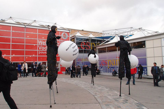 Stilt walkers, braving the cold along the avenues connecting the various halls at Fira de Barcelona.