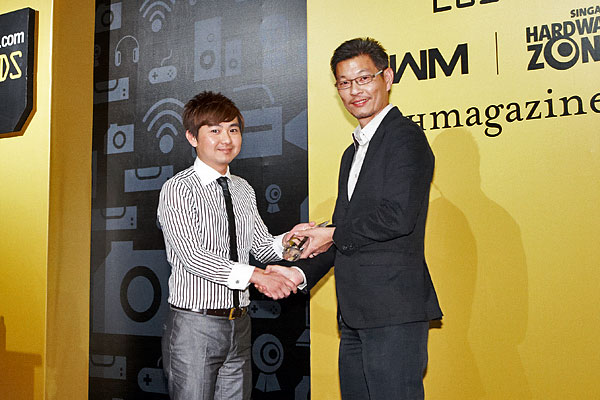 NEC won two awards: Editor's Choice for Best DLP Portable Business Projector, and Reader's Choice for Best Business Projector Brand. Receiving the awards from Mr. Dennis Pua, Managing Director, SPH Magazines, was Mr. Jamez Liu from NEC Asia Pacific.